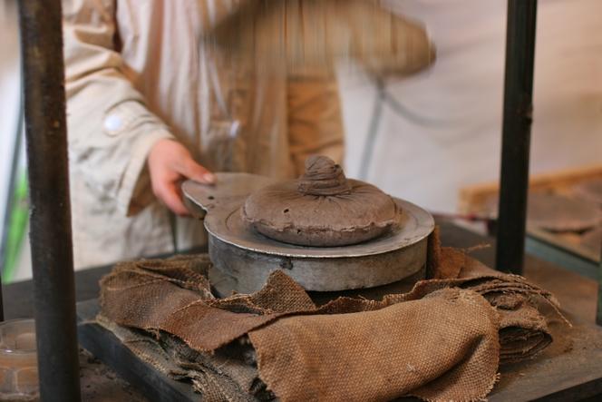 Pu Er tea cakes are compressed mechanically