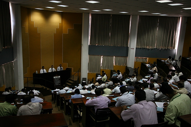 In Colombo, weekly tea auctions are held