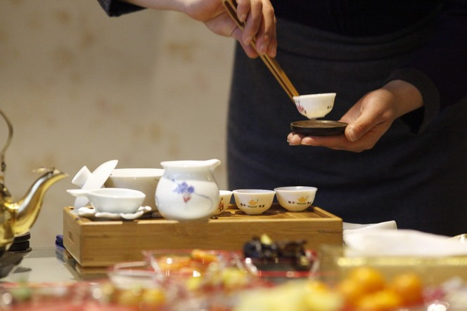 How to make tea with delicacy