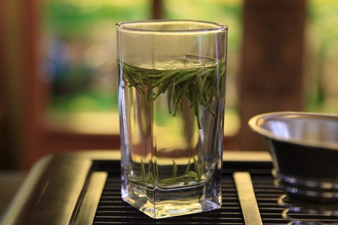 Serving tea in a glass