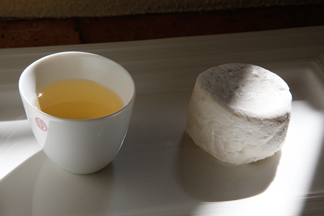 Pairing tea and cheese: the example of goat's cheese